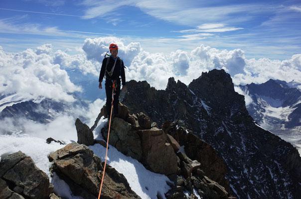Daniel auf dem Gipfel des Schreckhorns.