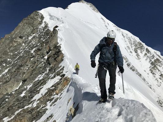 Abstieg, am unteren Ende des Gipfelfirnfelds.