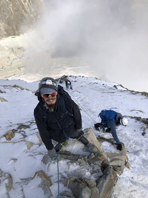 Der Abstieg unmittelbar unter dem Gipfel ist ziemlich ausgesetzt.