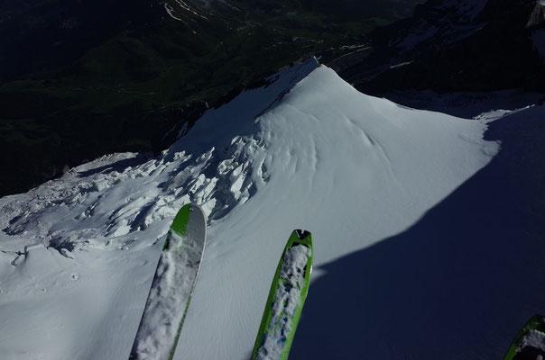 Schneehoren und Giesengletscher aus der Vogelperspektive.
