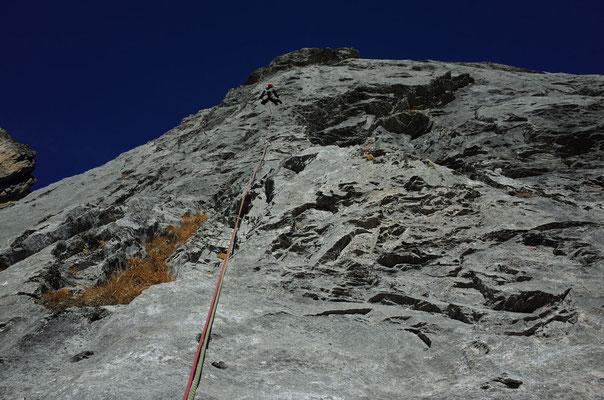 Grosszügige Kletterei in der 5. Länge