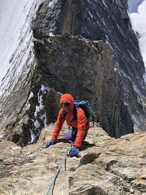 Prächtige Kletterei und kühle Temperaturen auf dem Grat zum Nadelhorn.