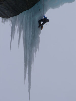Gefühlvolles Klettern am filigranen Zapfen unter dem Vorhang durch. (Foto: Michu)