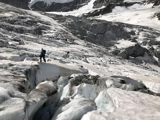 Querung des zerrissenen Grindelwaldgletschers.