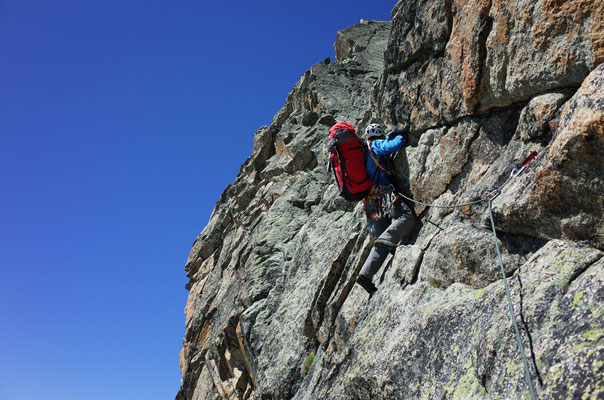 An sich einfache Kletterei wird mit solchen Rucksäcken ziemlich anstrengend.