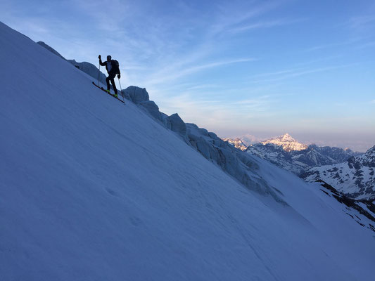 Mach mehrstündiger, nächtlicher Portage endlich Skiaufstieg