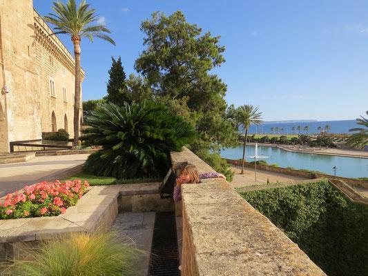 Vue vers la baie depuis la terrasse du palais.