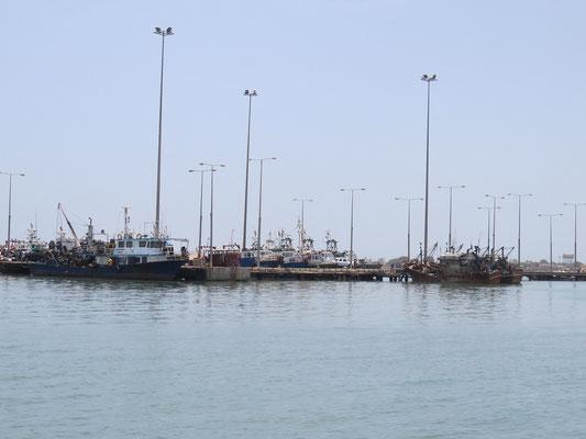 Quai du port de pêche de Banjul.