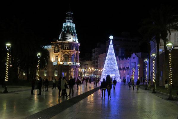 Illuminations de Noël dans le centre de Carthagène.