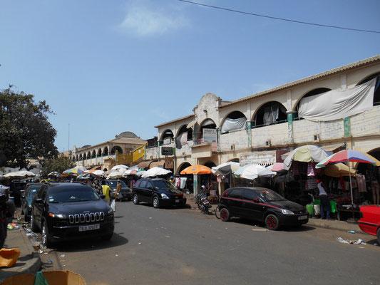 Rue de l'entrée principale du Royal Albert's Market