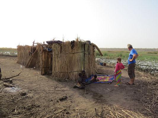 Les huttes des femmes et des enfants pour 4 mois sur l'île.