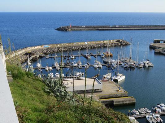 A la marina de Vila do Porto