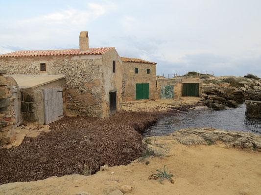Anciens garages à bateaux près de la Colonia St Jordi