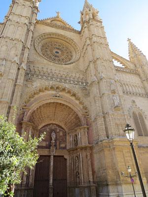 Entrée de la Cathédrale de Palma.