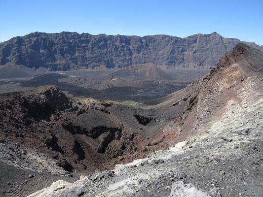 """Le cratère du """"petit volcan""""."""