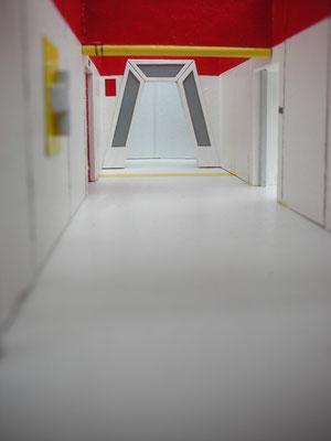 Korridor Ende. Nach dem Durchgang war nur eine einfache Querwand. Links und Rechts stand man direkt in der Studiohalle