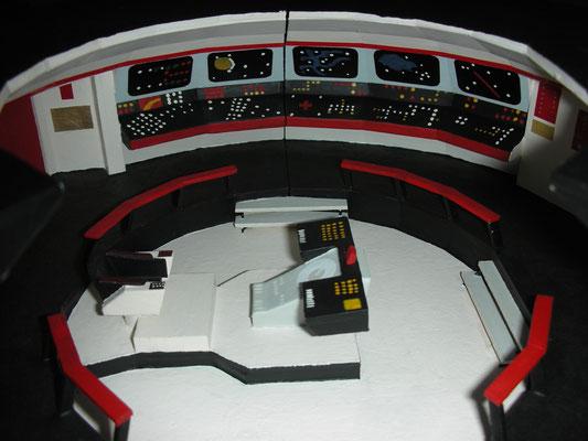 Blick auf die Kontrollen auf der linken Seite der Hauptbrücke