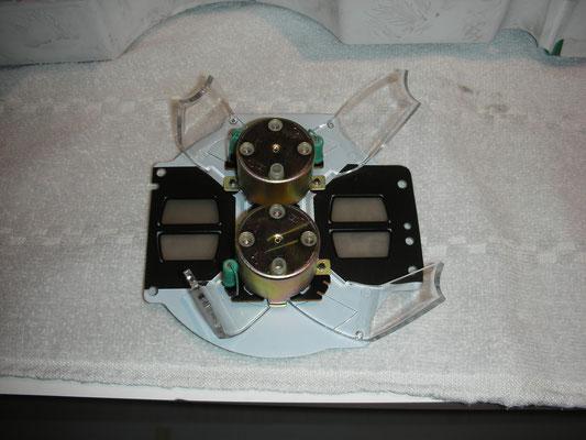 Öldruck und Wassertemperaturanzeige von hinten