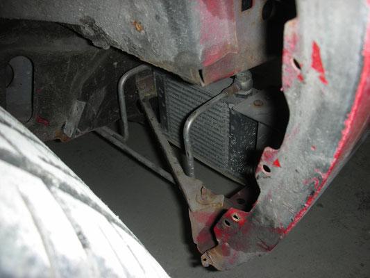 zusätzlicher Getriebeölkühler, wundersamerweise sehr gut eingebaut worden