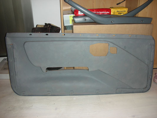 die Rückseite der Türverkleidungen wurden mit Schallschutzlack besprüht