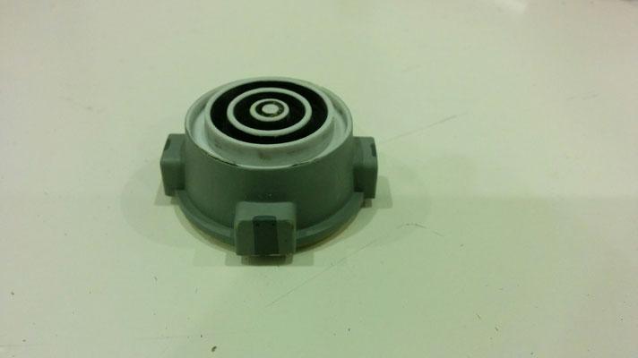 auf die eingeklebte Plastikscheibe wurden die inneren Ringe hinter dem Parabolspiegel geklebt damit sie etwas versetzt nach vorne ragen