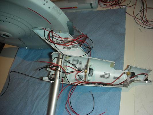 Sekundär-Hülle wird mit Primär-Hülle verbunden und verdrahtet