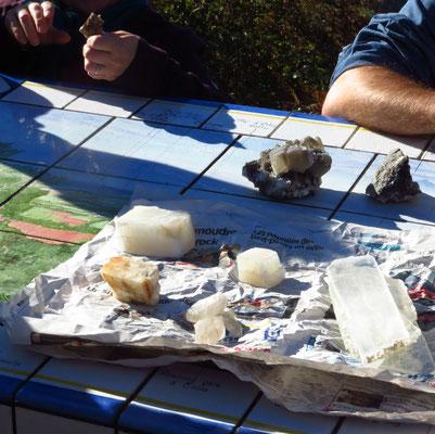 différents échantillons,gypse à droite, quartz, calcite ( la plus jaune )