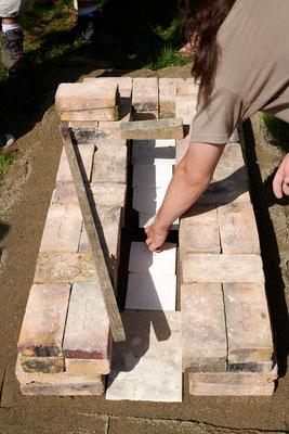 pose de céramique sur le sol afin de pouvoir retire  cendre si besoin