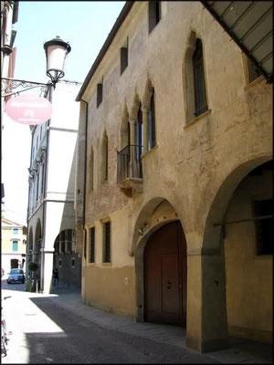 Borgo Altinate 10