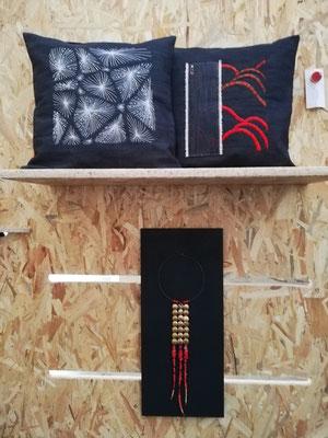 Coussins 40x40cm brodés au crochet de Lunéville et à l'aiguille au dessus d'une création de Françoise Bonnafoux