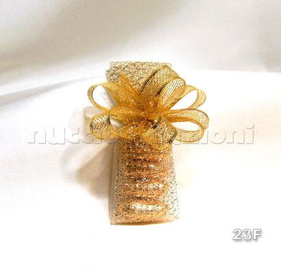 N°23F   LUNGO RETATO ORO  lungo retato oro,5 confetti oro avvolti in tulle e rete oro, nastro retato con inserti in lamè oro              €2,80