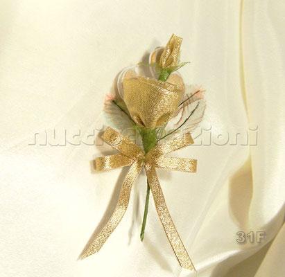 N°31F  ROSA ORO  rosa in tessuto lamè oro,3 confetti oro chiusi in racchette di tulle,nastrino lamè oro               €3,00