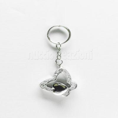 porta chiavi farfalla argentata con cuoricino 3 cm x 3 cm € 2,50