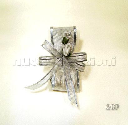 N°26F     ARGENTO BOCCIOLI  argento boccioli, 3confetti argento foderati nastro retato argento,2 boccioli argento,nastrino organza bordata argento                 €2,00