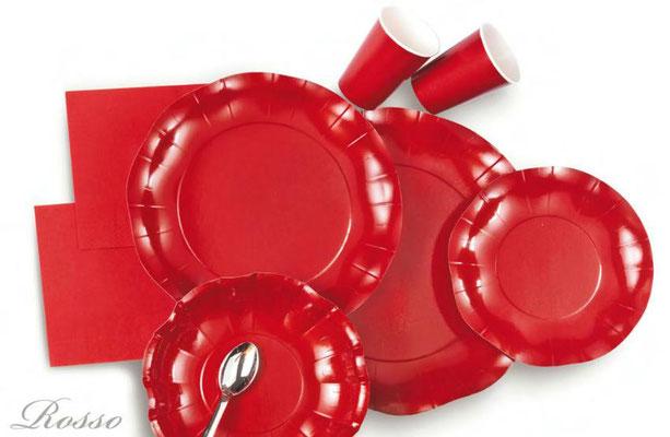 piatti in cartoncino o plastica rossi