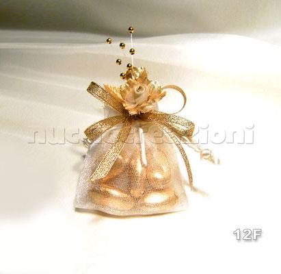 FIORE ORO  sacchetto mini oro,5 confetti oro avvolti in tulle,composizione floreale oro,nastro lamè oro                               €2,00