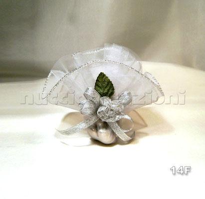 N°14F    CIUFFO ARGENTO  ciuffo argento con tulle bordato lamè argento,4 confetti argento, fiore argento, foglia, nastro argento lamè   €3,50