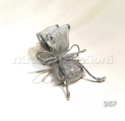 N°25F                   BALZE ARGENTO  balze argento, 5 confetti argento avvolti in tulle e nastro a balze lamè argento, cordino argentato                  €2,70