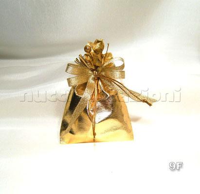 N°9F SACCHETTO METALLIZZATO ORO  sacchetto metallizzato oro,5confetti oro  avvolti in tulle,composizione floreale oro, nastro lamè oro  €2,80
