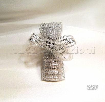 N°22F    LUNGO RETATO ARGENTO  lungo retato argento,5 confetti argento avvolti in tulle e rete argento, nastro retato con inserti in lamè argento            €2,80