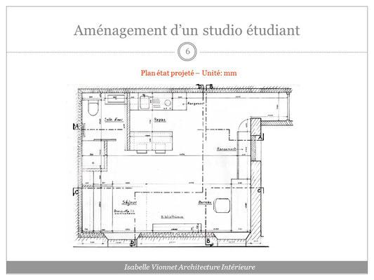 Aménagement d'un studio d'étudiant: plan d'implantation finalisé et coté avec dénomination des différents espaces: repos, repas, bureau, toilette, rangements...