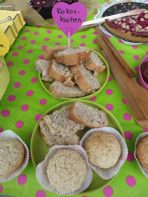 Kokoskuchen, diesmal auch erstmals in handlicher Muffin-Form