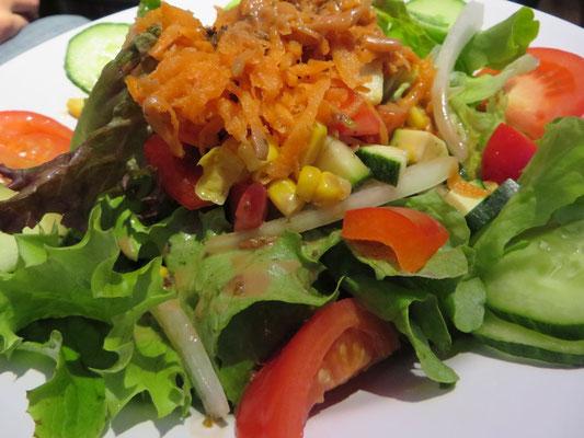 Der Klassiker Salat, je nach Jahreszeit immer ein bisschen anders, aber immer richtig lecker!