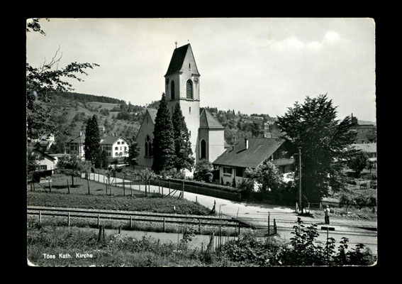 Fotografie vor 1965,     Katholische Kirche Töss - noch mit Bahnübergang