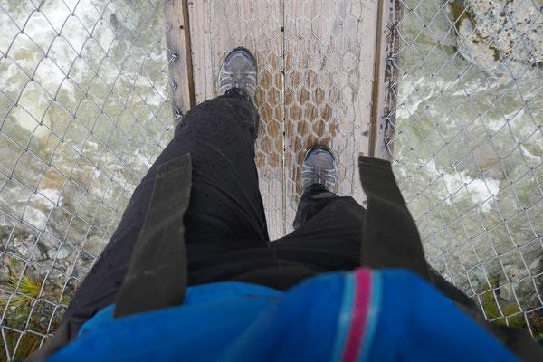 Dadurch wird verhindert, dass Wasser von oben in die Schuhe läuft.
