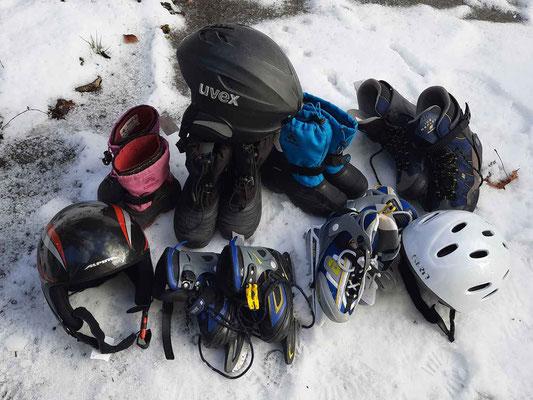 Schneestiefel, Skistiefel, Schlittschuhe, Helme für Kinder