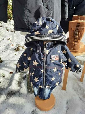Süßer Kinder-Schneeanzug