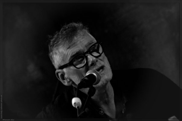 Wolfgang Bachmann, Gitarist, Entertainer, Porträt, schwarz-weiß, Kerstin Ellinghoven/Samara Blue - Fotografin in Krefeld