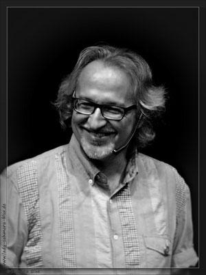 Frank Schorneck, Herausgeber MACONDO, Porträt, schwarz-weiß, Wiskey Lesung, Kerstin Ellinghoven/Samara Blue - Fotografin in Krefeld