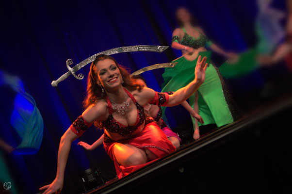 Oriental Rainbow Show - Kufa Krefeld - Säbeltanz - orientalischer Tanz - Iskanda - Lady-Sahmara-Photo - Kerstin Ellinghoven/Samara Blue - Fotografin Krefeld